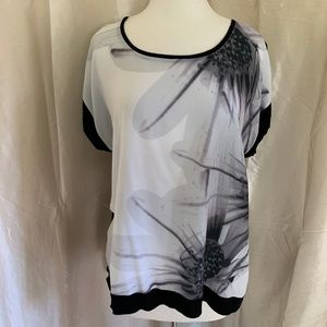 APT. 9 White & Black Scoop Neck Top